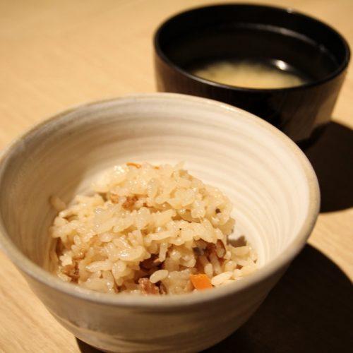 いちょう坂(品川プリンスホテル)のビュッフェ|炊き込みご飯と味噌汁