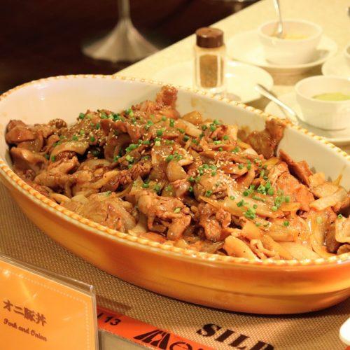 リラッサ(東京ドームホテル)のビュッフェ|オニ豚丼