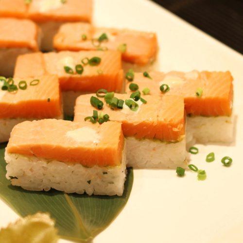一休掲載|エトワール(第一ホテル東京ホテル)のビュッフェ|サーモンの炙り寿司