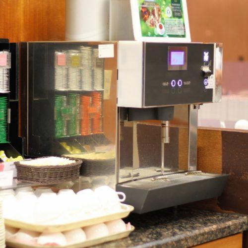 一休掲載|クロスダイン(ホテルメトロポリタン)のビュッフェ|コーヒーマシーン
