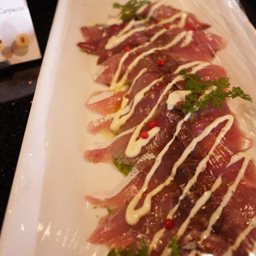 一休掲載|The Grill on 30th(グランドニッコー東京 台場)のビュッフェ|イナダのカルパッチョ