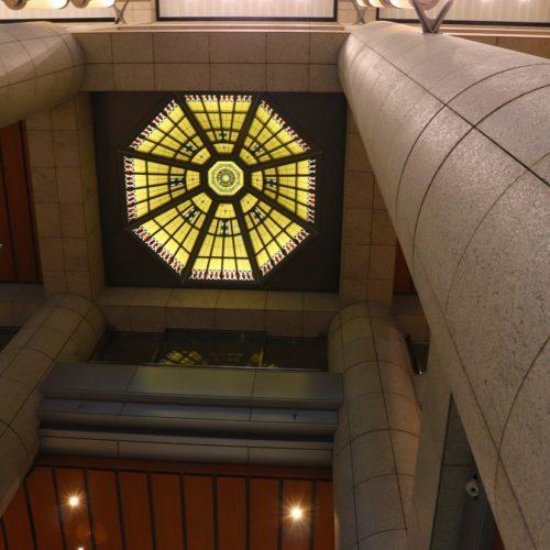 一休掲載|ヴェンタリオ(マンダリンオリエンタル東京)のビュッフェ| ステンドグラス