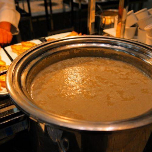 一休掲載|ヴェンタリオ(マンダリンオリエンタル東京)のビュッフェ| キノコのスープ