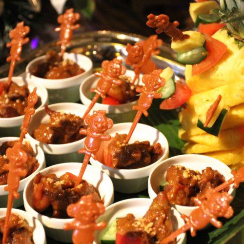 トレーダーヴィックス(ホテルニューオータニ)のビュッフェのチキンのサテ