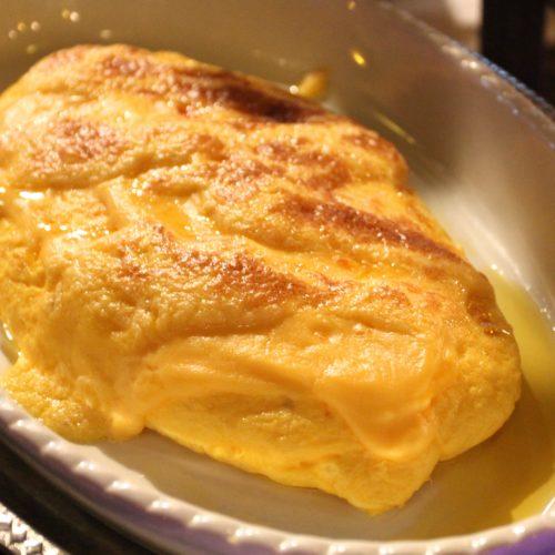 トレーダーヴィックス(ホテルニューオータニ)のビュッフェのチーズオムレツ