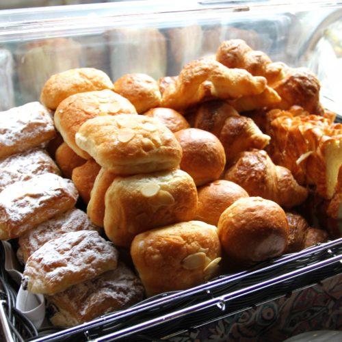 トレーダーヴィックス(ホテルニューオータニ)のビュッフェのパン各種