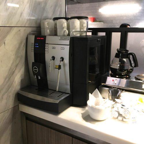 SAI(ミレニアム三井ガーデンホテル東京)のビュッフェのコーヒーマシーン