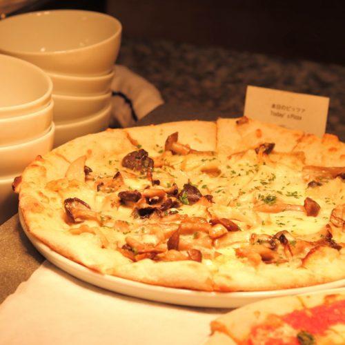 カフェ(ハイアットリージェンシー東京)のビュッフェのピザ