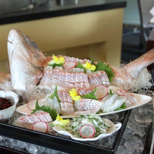 おんぼらあと(ハイアットリージェンシー東京)のビュッフェの鯛の姿造り