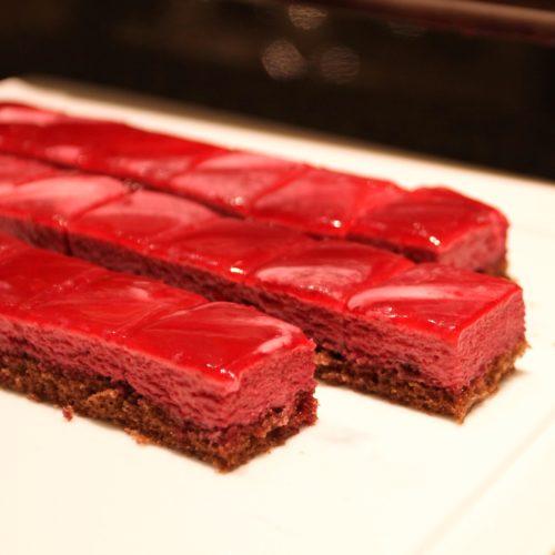 ベルテンポ(ホテルメトロポリタンエドモント)のビュッフェのカシスのムースケーキ
