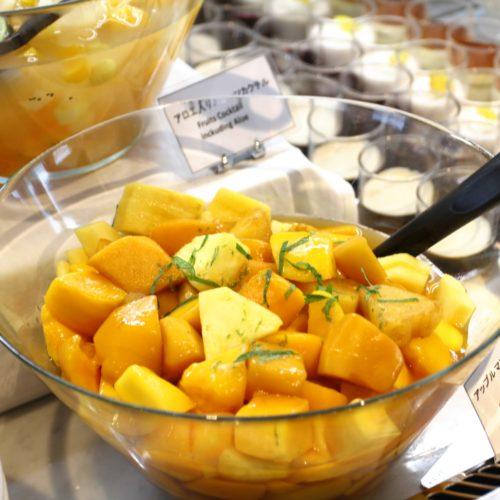 タワービュッフェ(ホテルニューオータニ)のビュッフェのアップルマンゴーとパイン