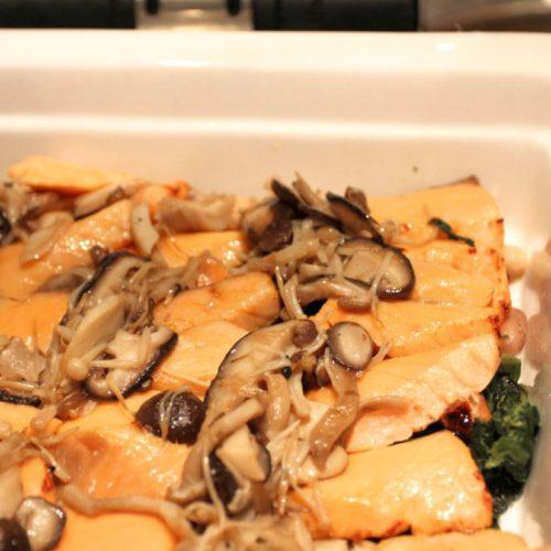 シェフズライブキッチン(インターコンチネンタル東京ベイ)のビュッフェの鮭のポワレ