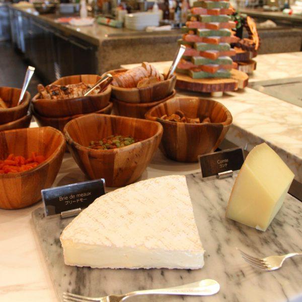 フレンチキッチン(グランドハイアット東京)のビュッフェのチーズ各種