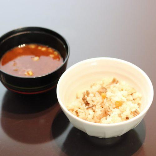 おんぼらあと(ハイアットリージェンシー東京)のビュッフェの炊き込みご飯と赤だし