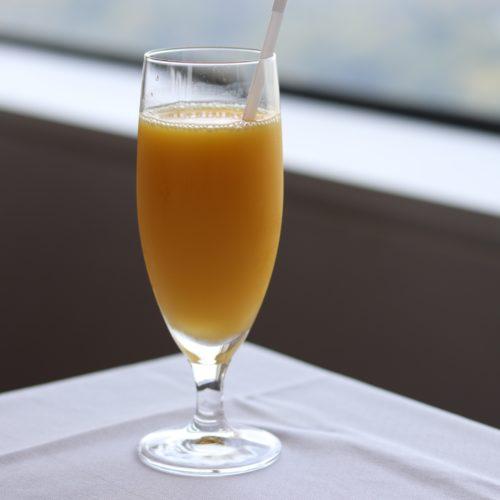 タワービュッフェ(ホテルニューオータニ)のビュッフェのオレンジジュース