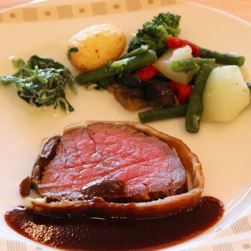 サール(帝国ホテル)のビュッフェの美味しかった肉のパイ包み