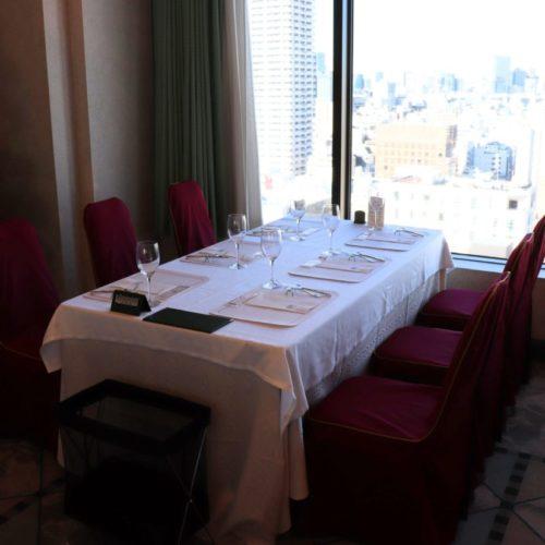パラッツオ(ロイヤルパークホテル)のビュッフェの席3