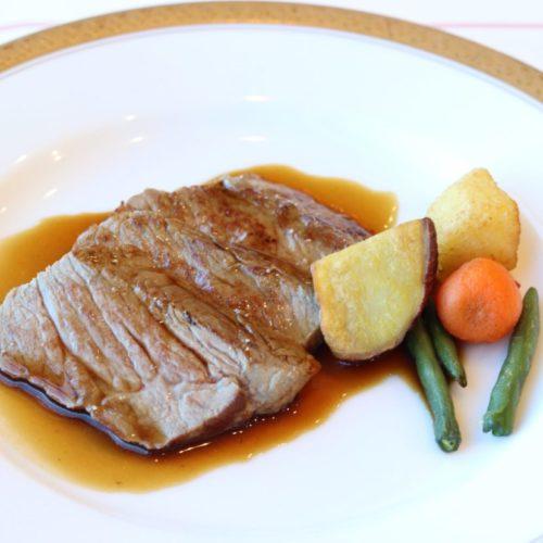 パラッツオ(ロイヤルパークホテル)のビュッフェの牛サーロインの鉄板焼き3