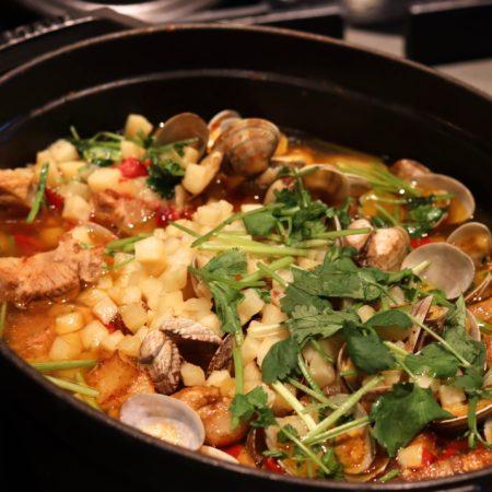 ザクロ(グランドプリンスホテル新高輪)のビュッフェの豚ロース肉とアサリのアレンテージョ風