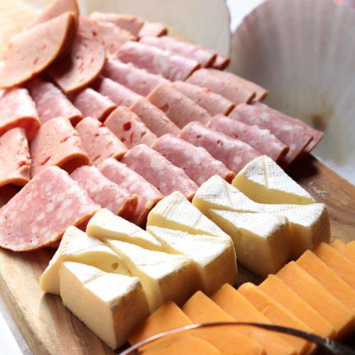トレーダーヴィックス(ホテルニューオータニ)のビュッフェのハムとチーズ