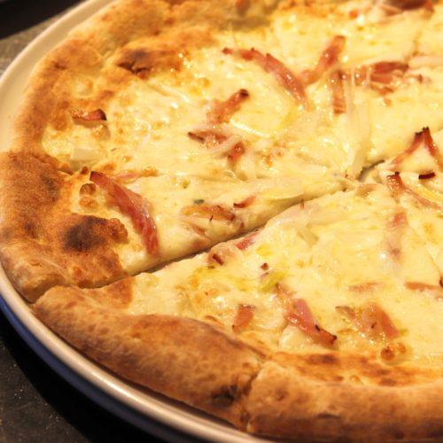 ラパランツァ(第一ホテルアネックス)のビュッフェの小エビのピザ