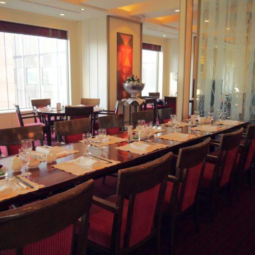 サール(帝国ホテル)のビュッフェの会食用の席