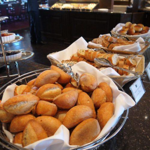 サール(帝国ホテル)のビュッフェのパン1