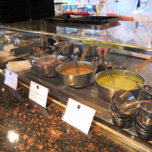 サール(帝国ホテル)のビュッフェのオープンキッチン