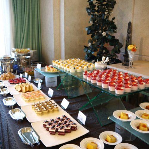パラッツオ(ロイヤルパークホテル)のビュッフェのデザート台