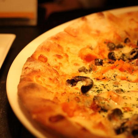 カスケイド(ANAインターコンチネンタル東京)のビュッフェのピザ
