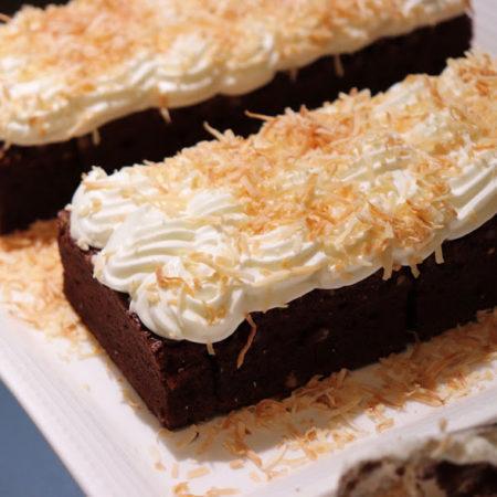 カスケイドカフェ(ANAインターコンチネンタル東京)のビュッフェのココナッツチョコレートケーキ