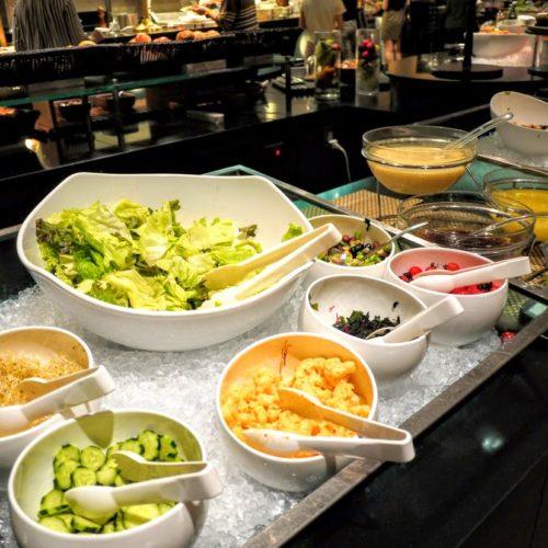 グラスコート(京王プラザホテル)のビュッフェのサラダコーナー