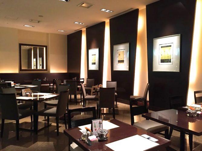 グラスコート(京王プラザホテル)のビュッフェの席1