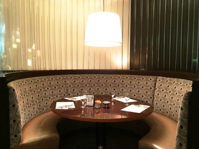 グラスコート(京王プラザホテル)のビュッフェの席3