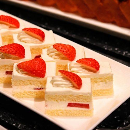 グラスコート(京王プラザホテル)のビュッフェのショートケーキ