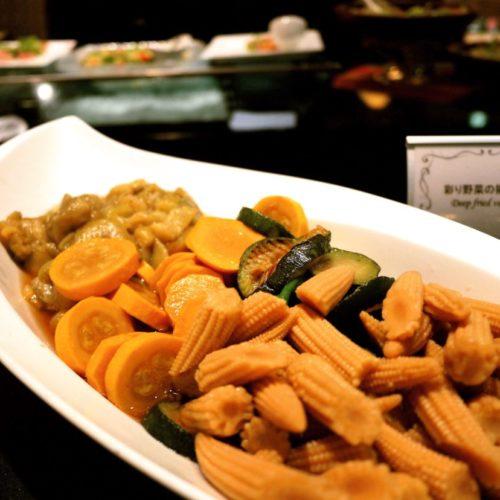 グラスコート(京王プラザホテル)のビュッフェの彩り野菜の揚げ浸し
