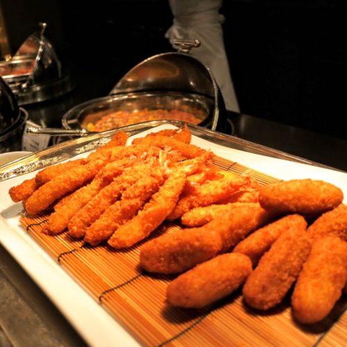 グラスコート(京王プラザホテル)のビュッフェの揚げ物盛り合わせ