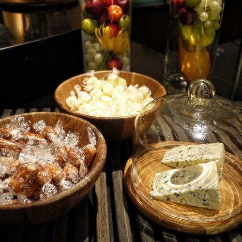 グラスコート(京王プラザホテル)のビュッフェのチーズ各種
