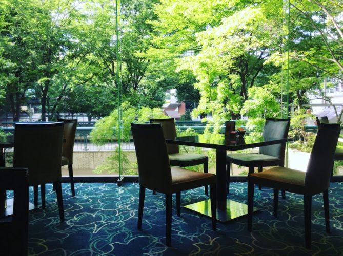 グラスコート(京王プラザホテル)のビュッフェの席2