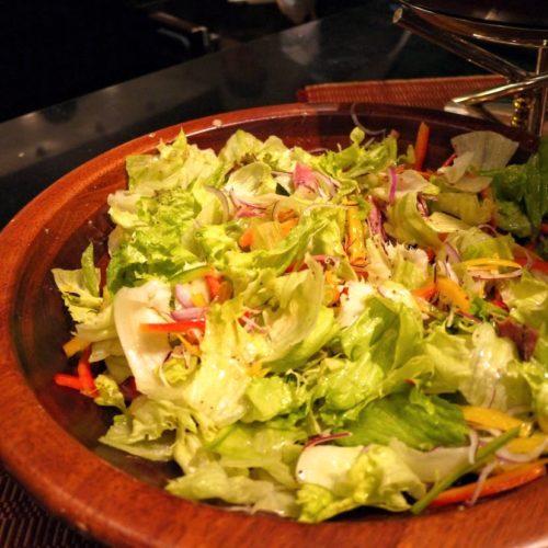 グラスコート(京王プラザホテル)のビュッフェのフラワーサラダ