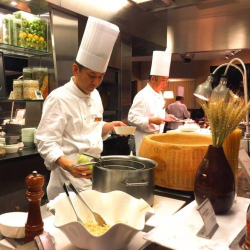 グラスコート(京王プラザホテル)のビュッフェのライブキッチン