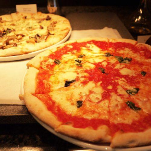 ビュッフェのピザ