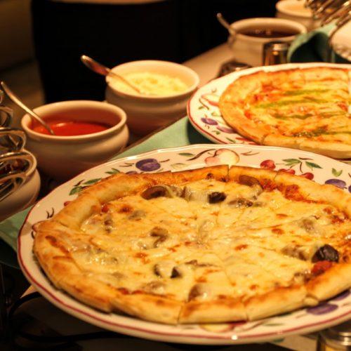 一休掲載|武藏(浅草ビューホテル)のビュッフェ|焼き立てピザ