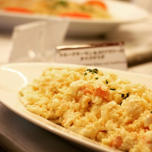 ポルト(東京プリンスホテル)のビュッフェのサーモンとカリフラワーのタマゴサラダ