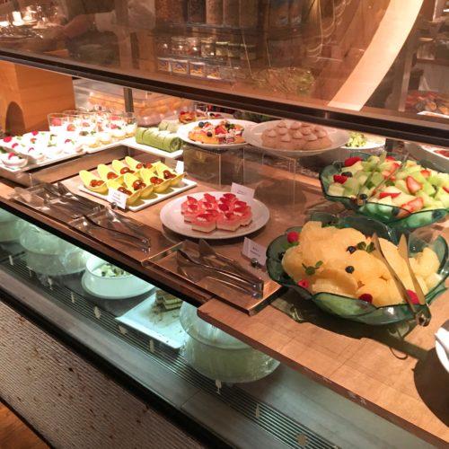 ハイアットリージェンシー『カフェ』のビュッフェのデザート台