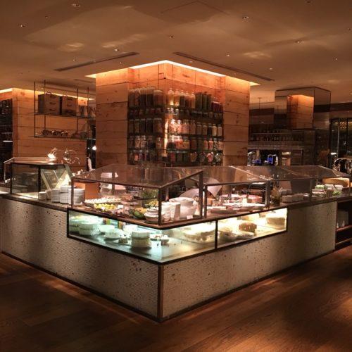 ハイアットリージェンシー『カフェ』のビュッフェの台