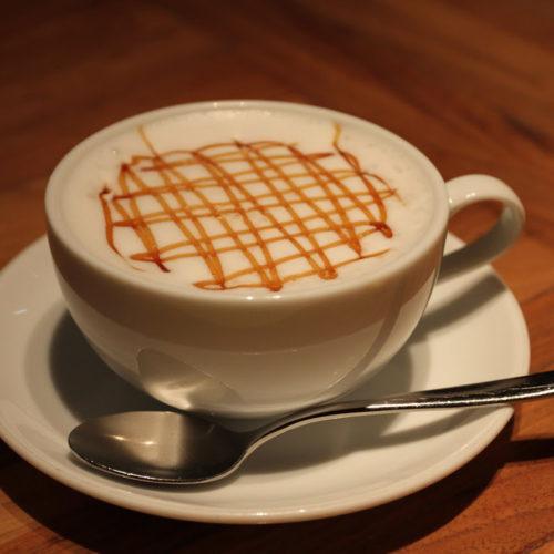 ハイアットリージェンシー『カフェ』のビュッフェのラテ