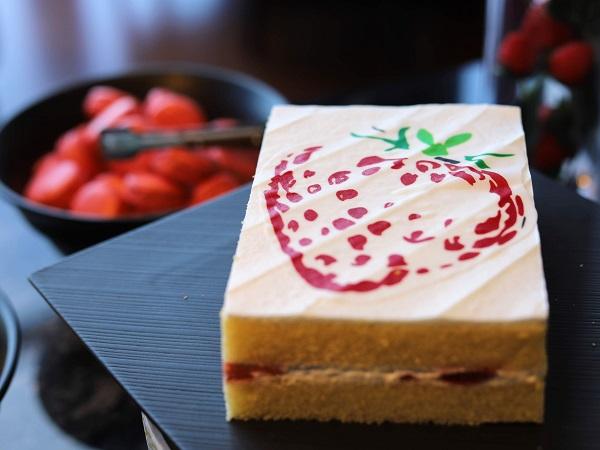 コンラッド大阪のストロベリースーツビュッフェ「ショートケーキ」