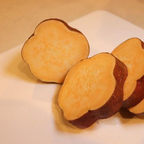 輪切りにした安納芋