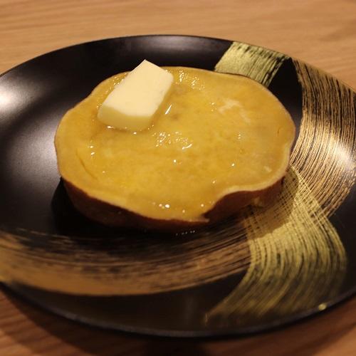 バターを乗せた安納芋
